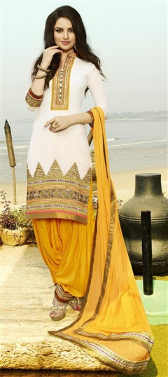 478935 White and Off White  color family Party Wear Salwar Kameez in Cotton fabric with Lace, Machine Embroidery, Resham, Thread work .
