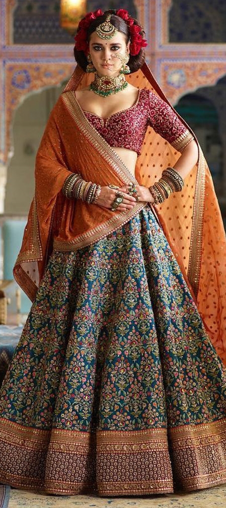 4 SPECTACULAR WEDDING LEHENGAS THAT WILL MAKE YOU A STAR AT YOUR WEDDING